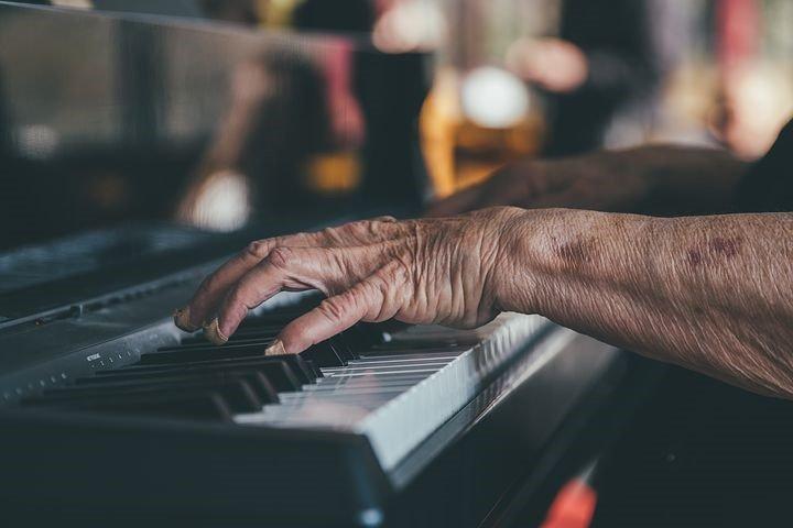 Le piano, un instrument à cordes